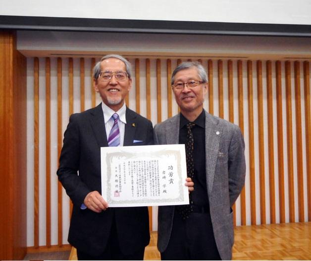データサイエンス学部長 岩崎学教授が日本計量生物学会にて「功労賞」を受賞し、名誉会員に推挙されました!